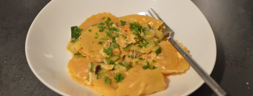 Schnelle Küche: Tortellini mit Zucchini in Safran-Sahnesauce